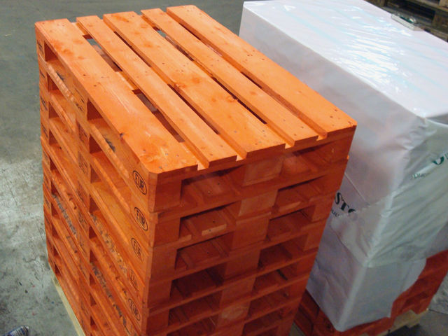 Pallets and packing crates